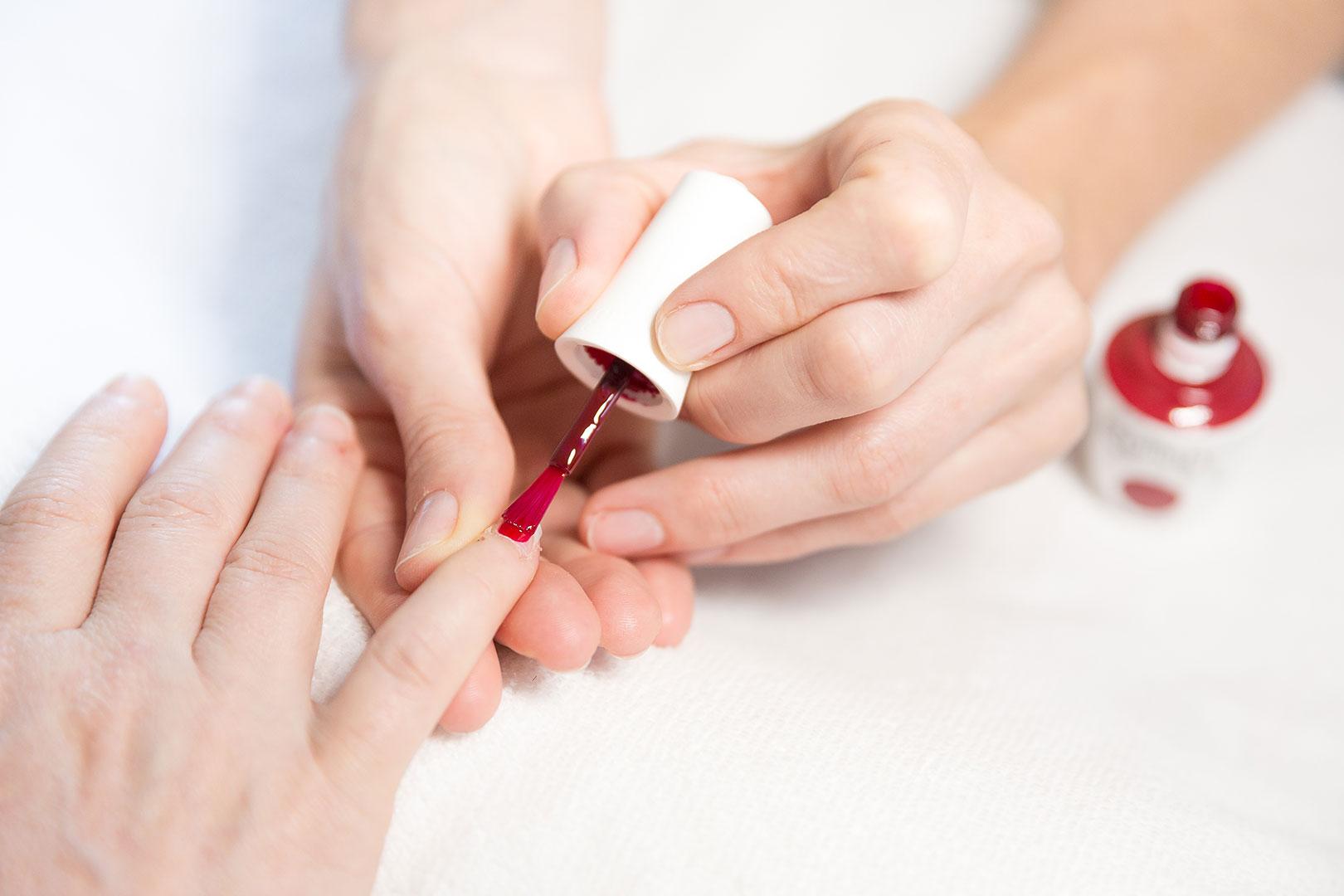 Het Stille Seizoen - Behandelingen - Handen en voeten - Gelish nagellak